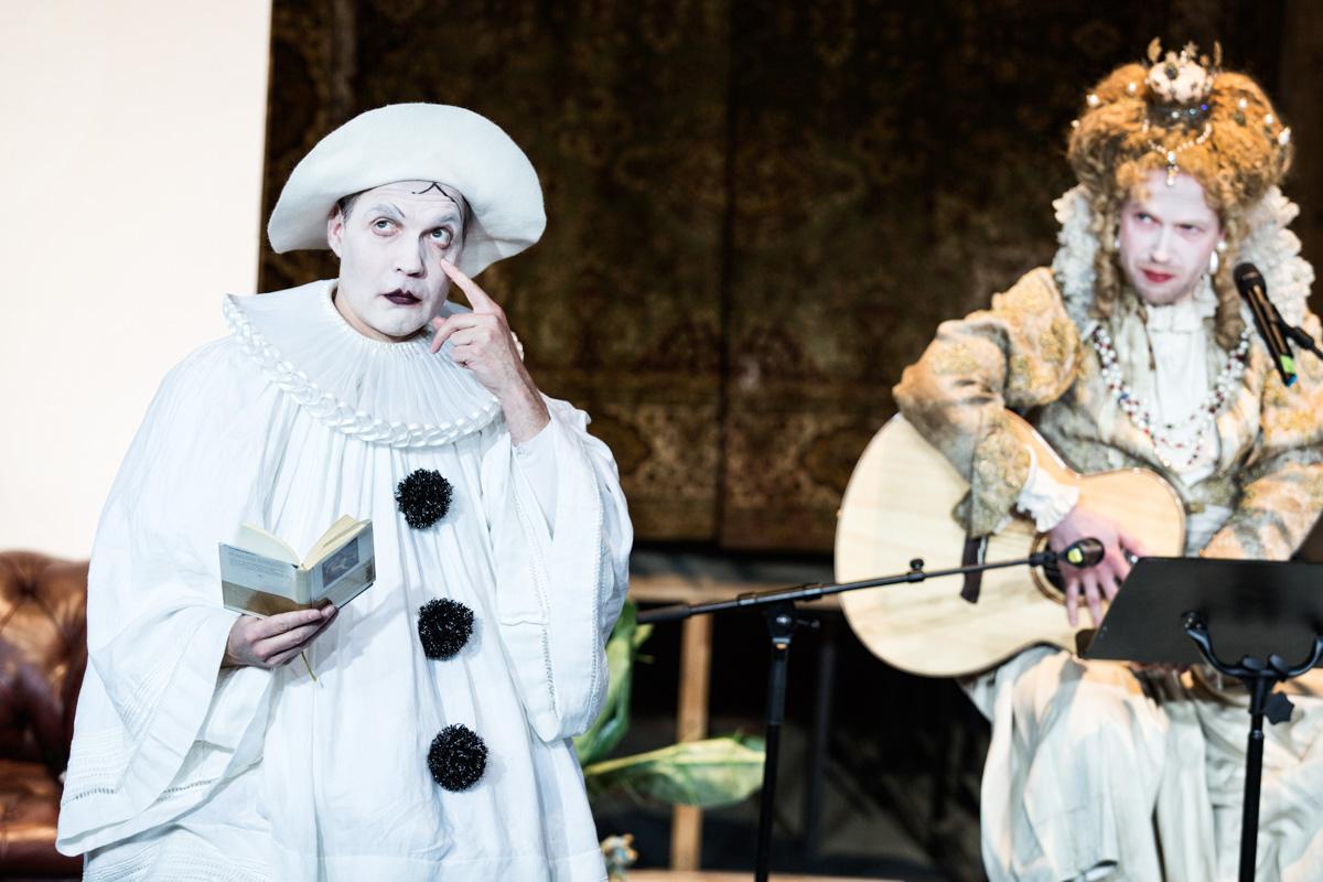 Ulrich Hoppe und Matze Kloppe in »Wengenroths Autorenklub, Ausgabe 7: William Shakespeare«. Foto: Gianmarco Bresadola.
