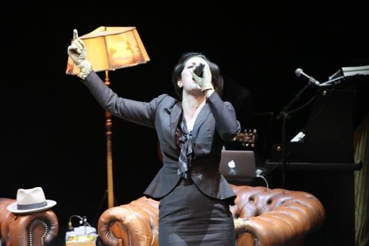 Eva Meckbach in »Wengenroths Autorenklub, Ausgabe 10: Stefan Zweig«. Foto: Silke Briel (Ausschnitt).