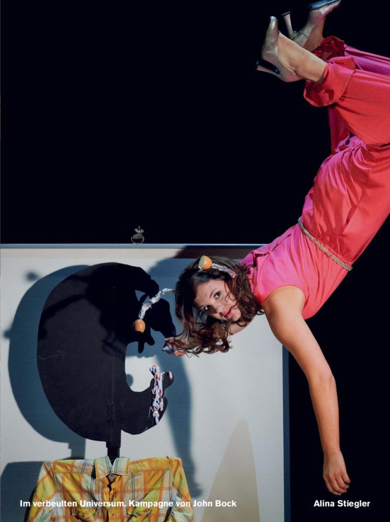 Alina Stiegler in der Spielzeitkampagne 2019/2020 der Schaubühne am Lehniner Platz (Berlin). Foto: Thomas Aurin.
