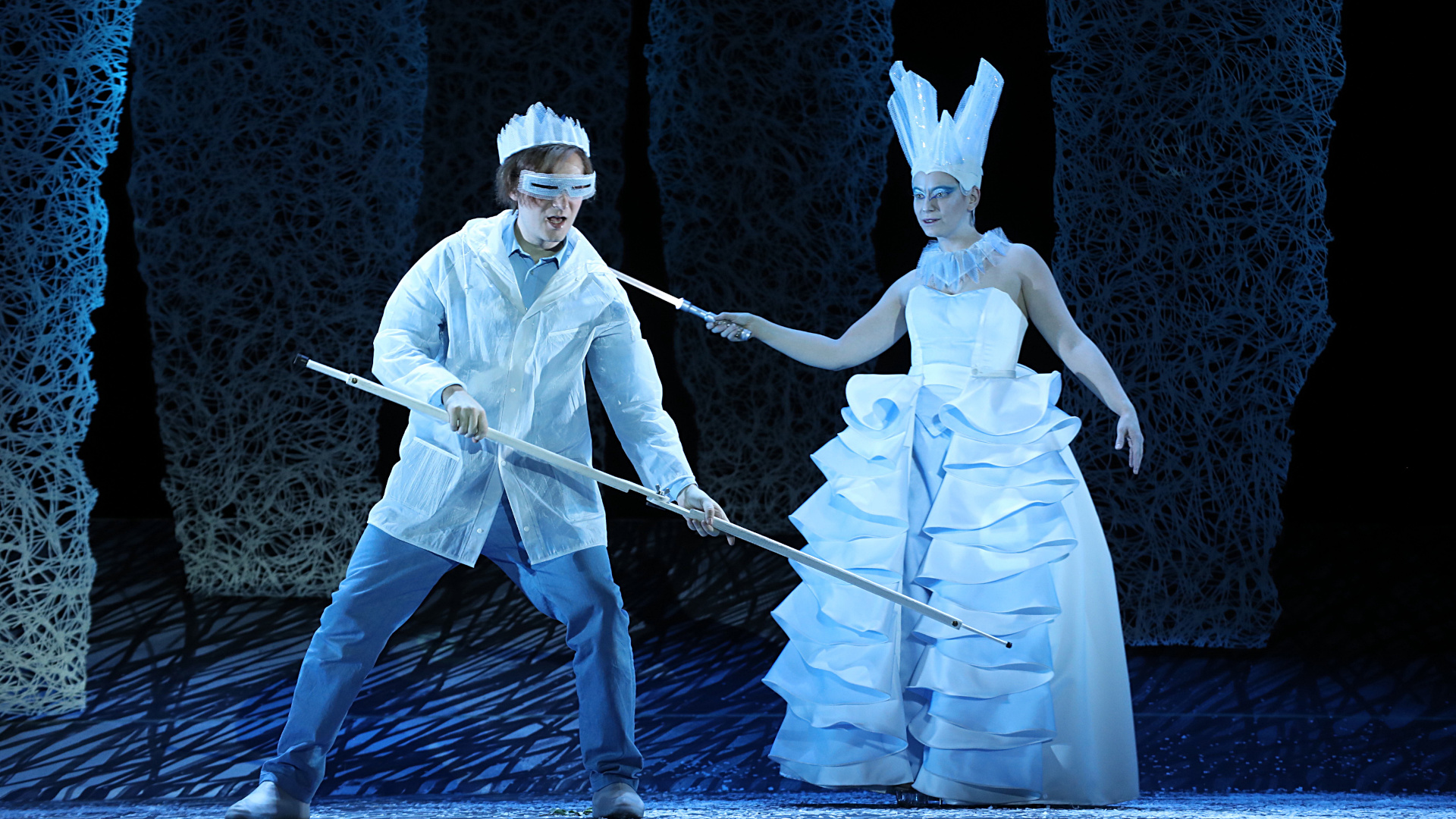 Semjon Bulinsky und Katarzyna Rabczuk in »Die Schneekönigin«. Foto: Vincent Leifer.